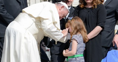 Pope Francis meets Elizabeth Myers an american children from Ohio What will become blind due to a genetic disorderduring his weekly general audience Wednesday in St. Peter's Square, at the Vatican on April 06, 2016 (Photo by Silvia Lore/NurPhoto via Getty Images)