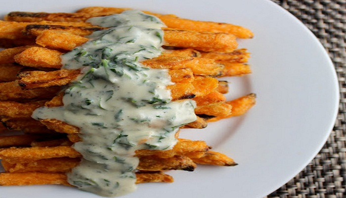 Steak with sweet potato fries and creamy blue cheese sauce-Netmarkers