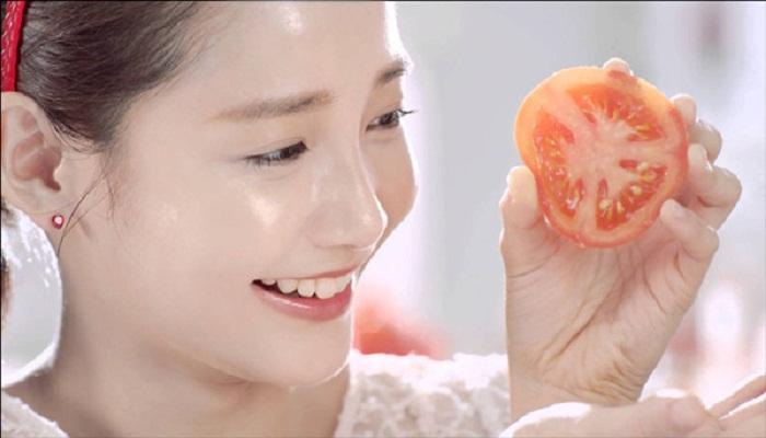 washing face with tomato essence-Netmarkers
