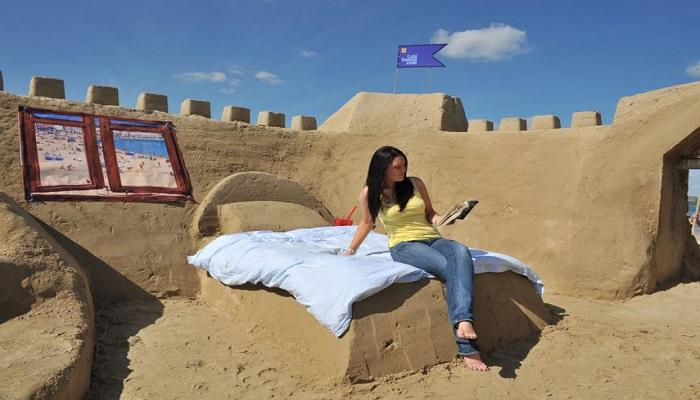 sand-hotel-on-weymouth-beach-netmarkers