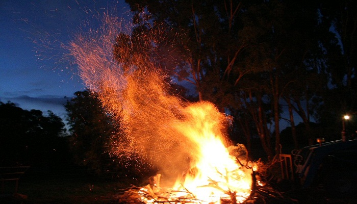 Predict Your Future by Throwing Object into Bonfire-Netmarkers