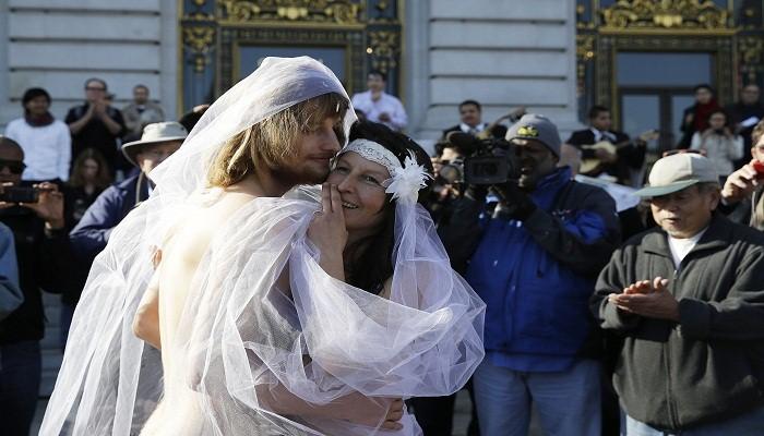 Naked-wedding-Netmarkers