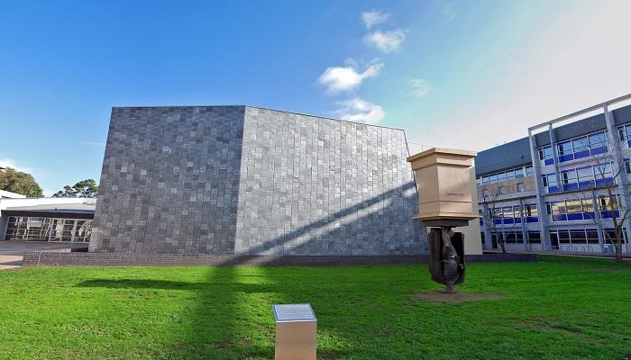 Upside-down-Charles-La-Trobe-Statue-in-Australia-Netmarkers