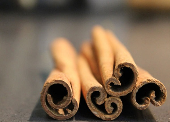 10 Tricks To Get Instantly Energized-Smelling a Cinnamon Stick-NetMarkers